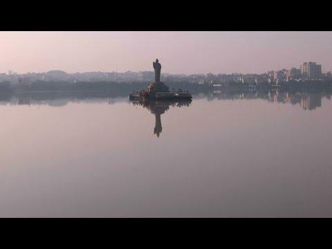 Beindruckende Buddha-Statue in der Millionenmetropole Hyderabad
