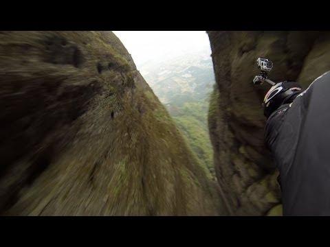 神人時速200,飛越10公尺寬山縫!