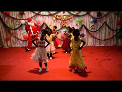 Paradise School girls 'Jingle Bells' dance