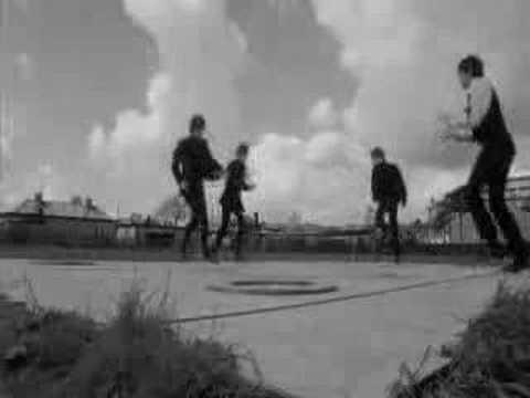 Tekst piosenki The Beatles - Can't Buy Me Love po polsku