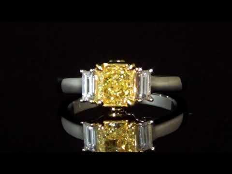 經GIA鑑定1.06克拉濃彩黃鑽石戒指