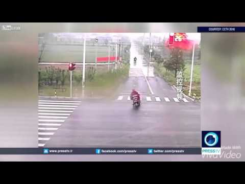 Near Miss Moment For Cyclist!