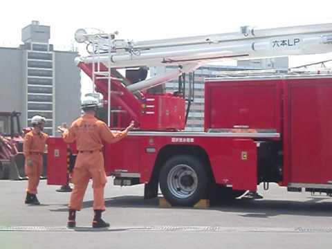 東京消防庁ハイパーレスキュー隊に所属する屈折放水塔車