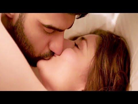 Video kareena kapoor and arjun kapoor kissing scenes from ki and ka movie download in MP3, 3GP, MP4, WEBM, AVI, FLV January 2017