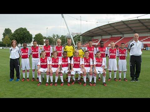 af - In het Aegon Toekomst Journaal van deze week aandacht voor de D1 en de B1 van Ajax.