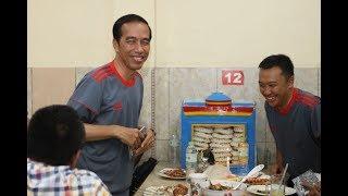 Video Heboh. Detik-detik Jokowi masuk sebuah restaurant. Makan apa ya? MP3, 3GP, MP4, WEBM, AVI, FLV Mei 2018