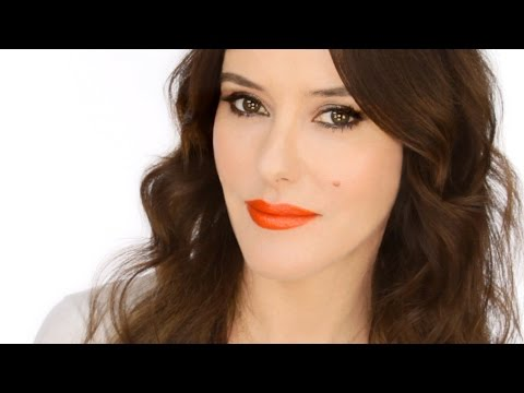 Keira Knightley Red Carpet Look - How to Wear an Orange Lip (видео)