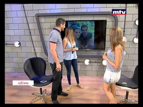 مذيع لبناني يفاجيء حبيبته بطلب يدها مباشرة على الهواء