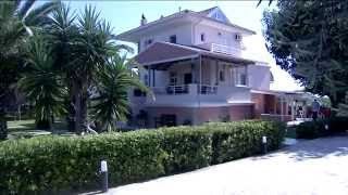 is a villa with 3 bed rooms !! is from 2 -6 persons !!! near to the beach , with a very nice garden !!!