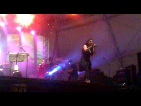 Jaci Velásquez cantando On my knees em João Pessoa-PB