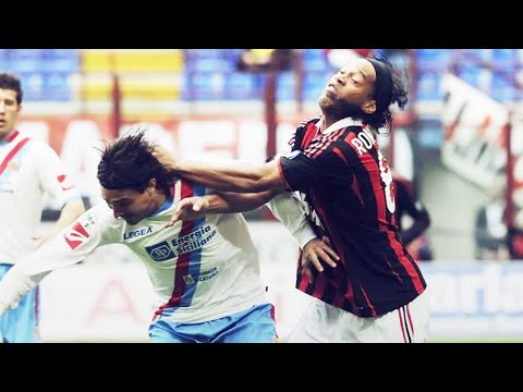 What Ronaldinho did to an opponent who wouldn't stop hitting him | Oh My Goal