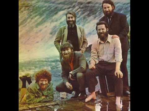 Tekst piosenki The Dubliners - Champion at Keeping Them Rolling po polsku