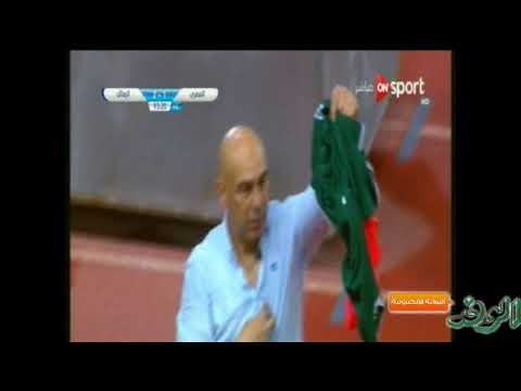 العرب اليوم - حسام حسن يثير غضب جماهير الزمالك بتيشيرت الأهلي