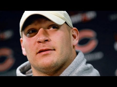 ChicagoTribune - Chicago Tribune reporter Jenniffer Weigel hits the street to find out what Chicagoans think of former Bears player Brian Urlacher's retirement. For more vide...