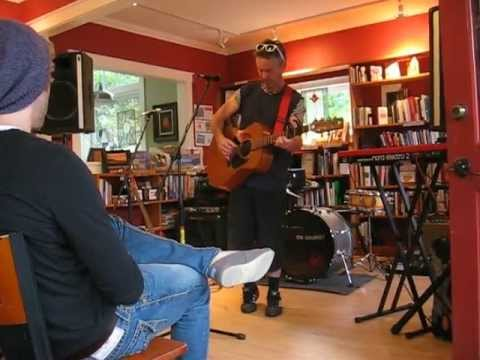 DEREK PARROTT  ~ LITTLE KITTEN  performed by Timothy Hull