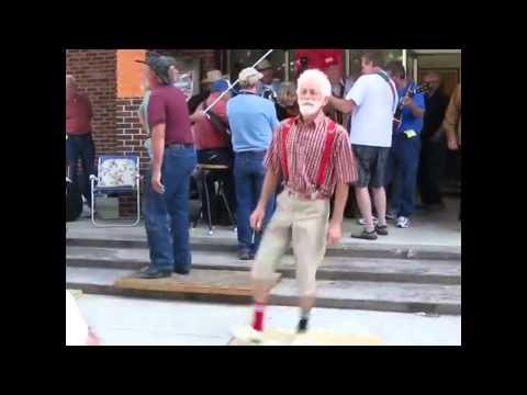 路邊補獲踢踏舞大師~看了你一定會很想加入他們!