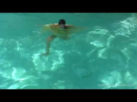 Sexy Girl with yellow skirt wetlook swimming pool video (видео)
