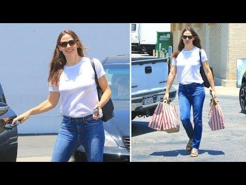 Jennifer Garner Stocks Up On Goodies Before July 4th Celebration