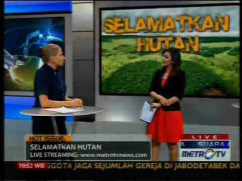 CIFOR - Frances Seymour, Director General of CIFOR, appears on Metro TV talk show with Dharsono Hartono, Director, PT Rimba Makmur Utama and Agus Purnomo, Special Ad...