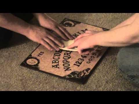 la tavola ouija per comunicare con gli spiriti
