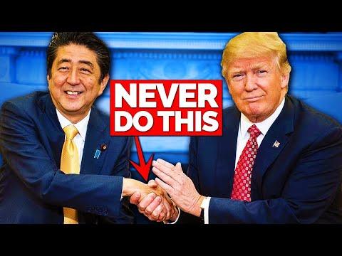 Donald Trump: Art Of The Handshake (видео)