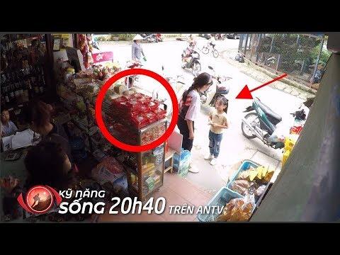 Bé gái tội nghiệp dùng 5K mua bánh trung thu 25K, điều gì xảy ra? | KỸ NĂNG SỐNG | Camera giấu kín - Thời lượng: 10:24.
