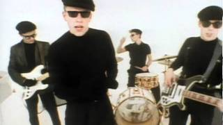 Madness - It Must Be Love videoklipp