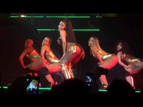 Nicki Minaj - Anaconda (Live) @ Paris (26.03.2015) HD (видео)