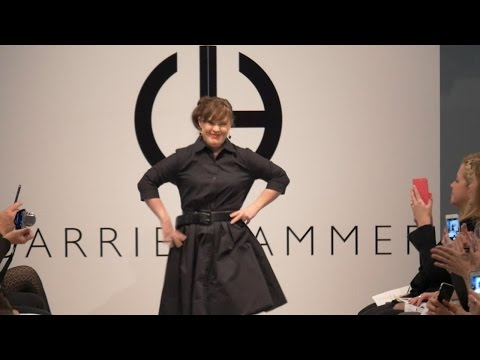 Veure vídeo Jamie Brewer first Down Syndrome Model on the NYFW Catwalk