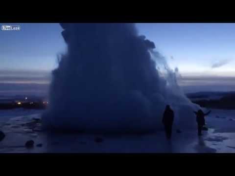 Nước phun trào cao cả trăm mét