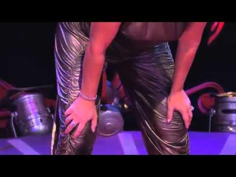 她在節目上表示自己擁有世界最強壯陰道, 接著當她蹲下來之後...主持人的下巴也掉下來了!