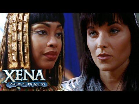 Xena salva a vida de Cleópatra | Xena: A Princesa Guerreira