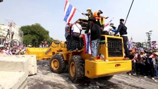 Protesters Destroy Barriers At Government House In Bangkok Thailand 2013