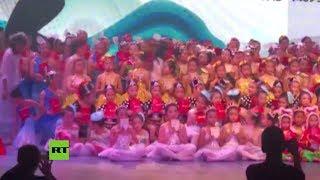 Varios heridos al hundirse el escenario en un teatro en China