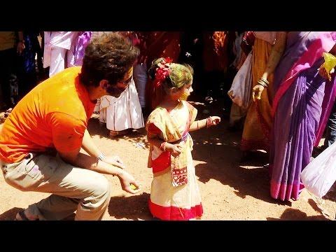 , title : 'Holi - Festival of Colours at Bolpur Shantiniketan in India'