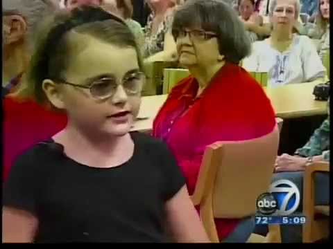 Little Girl slaps Mom with Pizza and saves her life