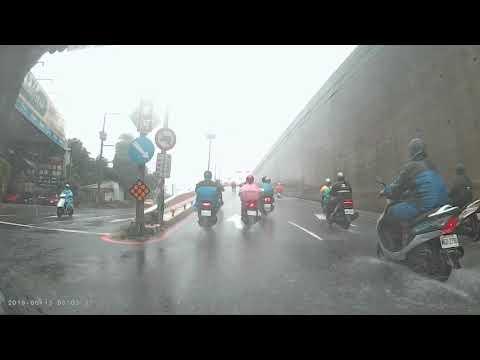 新北市 五股區 四號越堤道 車禍 汽車衝撞多輛機車