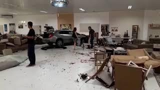 Carro invade a Jacaúna