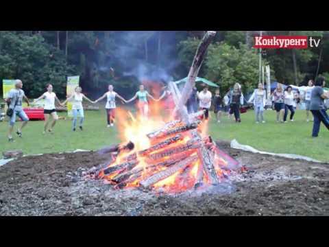 Танци край огъня!