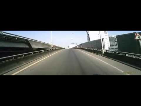 高雄鳳頂路與台88路口車禍,貨櫃車輾人繼續開!
