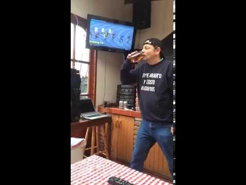 Este chileno es más rápido que Usain Bolt… ¡bebiendo cerveza!
