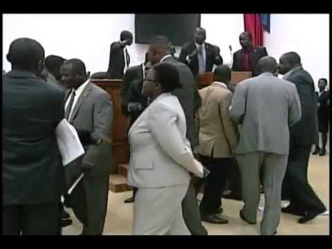 Bagarre au parlement haitien Aout 2013 entre pro Martelly et Anti Martelly