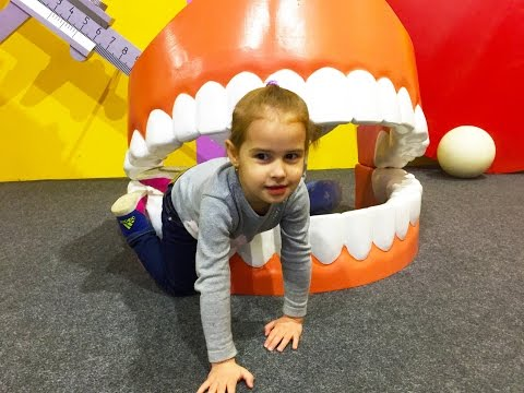 Алина идет в ДОМ ВЕЛИКАНА Музей в Москве Развлечения для детей Kids Children видео
