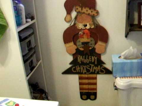 DECORATING BATHROOM FOR CHRISTMAS WITH YARD SALE FINDS