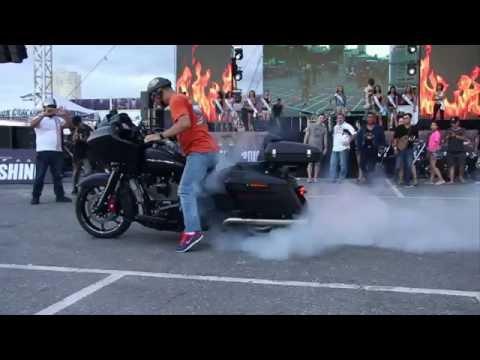Motor tiền tỷ Harley Davidson CVO đốt lốp cực đỉnh tại Vietnam Bike Week 2016
