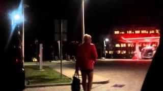 Leci na twój hajs, j*bany lachociąg! Popek kontra prostytutki na stacji benzynowej! :D