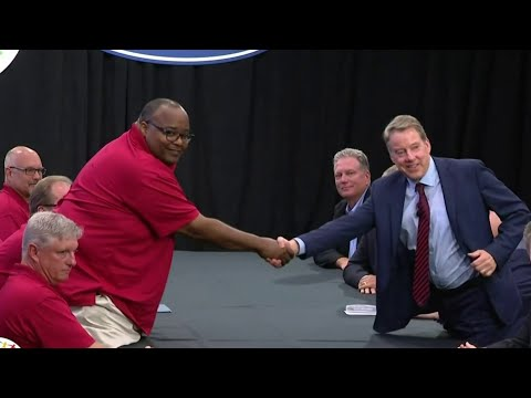 Fallout as UAW president steps aside amid scandal