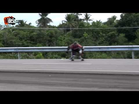 Descendo Um Ladeirao de Skate em Itacaré-Ba