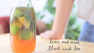 Instagram & Facebook: @momo.eatsSupport us on Patreon: https://www.patreon.com/momoeatsLime and Mint Black Iced TeaIngredients (for 750 ml.):3 bags black tea 3 limes (1 and 1/2 juiced, 1 and 1/2 chopped in quarters)1 and 1/2 tbsp. raw sugarA bunch of fresh mintSimplified - Ingredients (for 250 ml.):1 bag black tea 1 lime (1/2 juiced, 1/2 whole chopped in two)1/2 tbsp. raw sugarA bundle of fresh mintServe very cold or with some ice cubes.*****Té negro helado con menta y limaIngredientes (para 750 ml.):3 bolsitas de té negro 3 limas (1 y 1/2 exprimidas, 1 y 1/2 cortadas en cuartos)1 cda. y 1/2 de azúcar morenoUn ramillete de menta frescaSimplificado - Ingredientes (para 250 ml.):1 bolsita de té negro 1 lima (1/2 exprimida, 1/2 cortada en dos)1/2 cda. de azúcar morenoUn ramillete de menta frescaServir muy frío o con hielo.#vegan #vegano #recetasveganas #veganrecipes #icedtea #teheladoMusic: