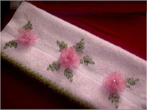 bordado en cinta - En este vídeo verán como hacer unas rosas crespas con cinta de organza , en este caso las he aplicado sobre una toalla de mano a la que luego he bordado unas...